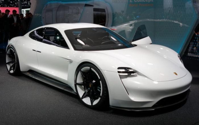 porsche taycan blanco frontal alquiler de coches deportivos de lujo para bodas eventos y rodajes en alicante