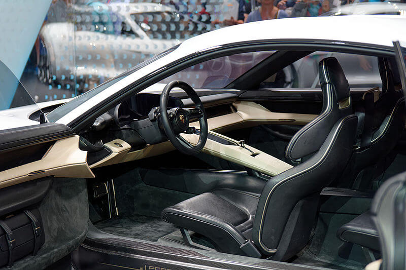 porsche taycan blanco interior alquiler de coches deportivos de lujo para bodas eventos y rodajes en alicante