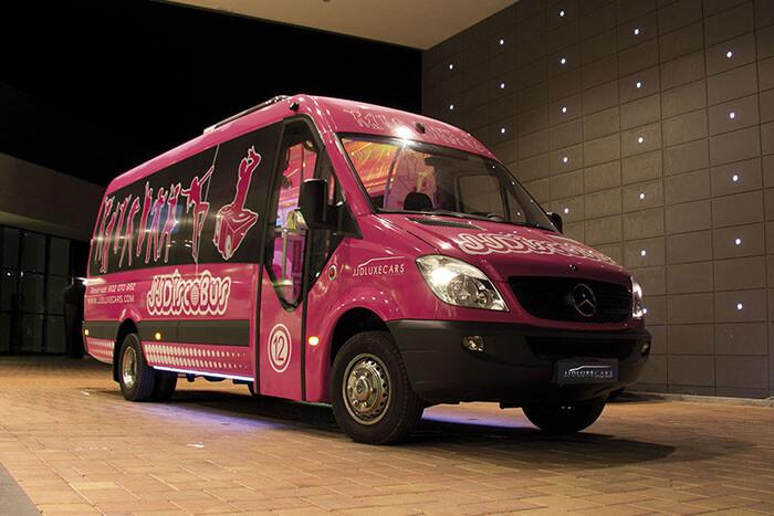 alquiler de discobus rosa en alicante transfers despedidas soltera fiestas cumpleanos eventos 21 personas jj dluxe cars