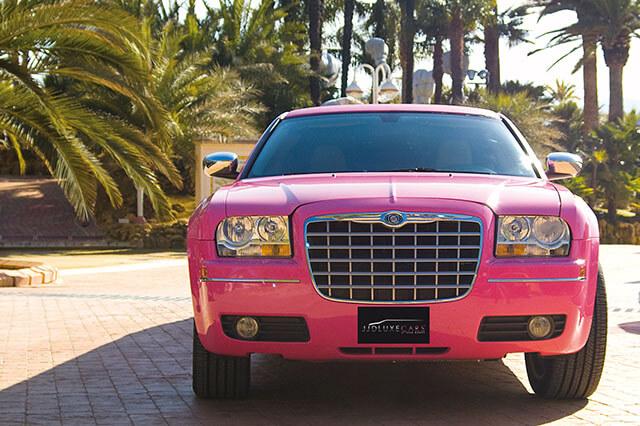 alquiler de limusina rosa en alicante chrysler pink bodas eventos rodajes jj dluxe cars